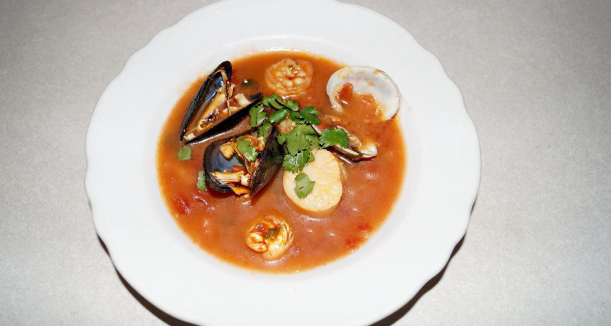 CHI-CHI-CIOPPINO: ITALIAN SEAFOOD STEW